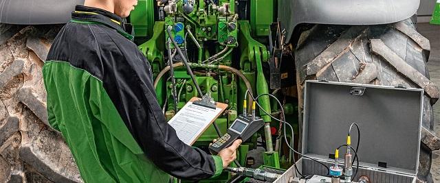 техническое обслуживание ходовой части гусеничного трактора фото